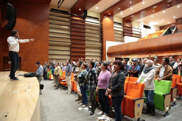 Con emotiva conferencia, líderes comunales y de organizaciones sociales y civiles de Chía reflexionaron sobre la conciliación y el perdón.
