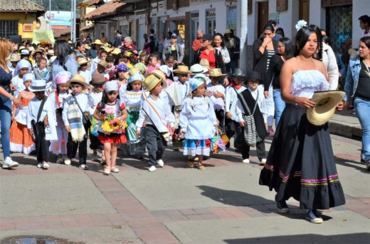 Chía da apertura al Décimo Tercer Festival de Arte Estudiantil.