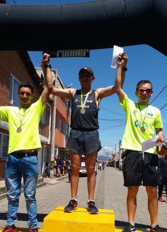 FINAL DE PHOTO FINISH EN LA CARRERA SANTA LUCIA 10K