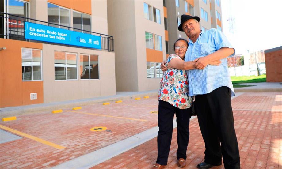 Gobierno Nacional y Alcaldía de Bogotá comenzaron la entrega de 804 viviendas a familias desplazadas por la violencia