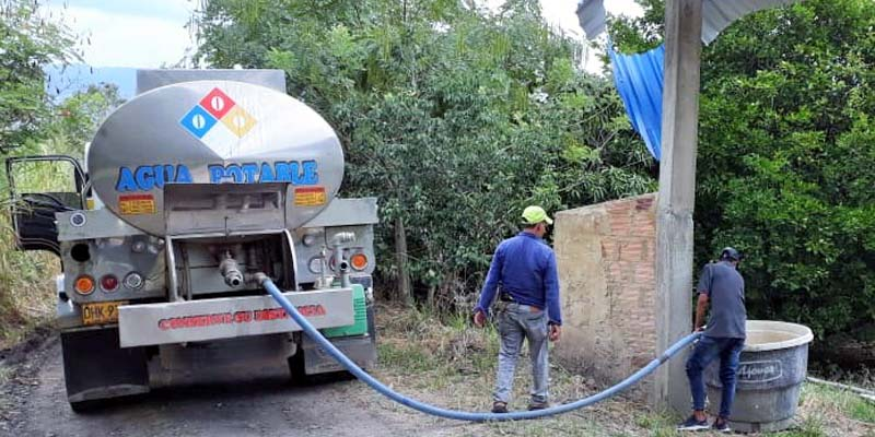 Con carrotanques se atienden las emergencias por desabastecimiento de agua en Apulo, La Mesa y Ubalá