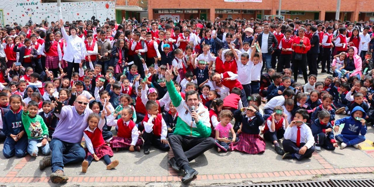 Alcalde emprendió 'cruzada' para darles la bienvenida a los estudiantes de Chía