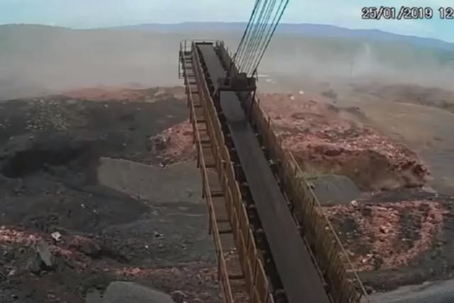 El momento exacto en que se rompe la presa en Brumadinho, Brasil