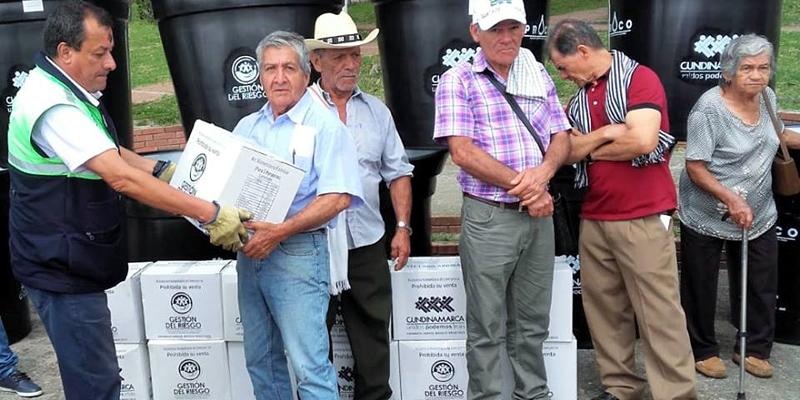 Afectados por vendavales en Pandi, La Palma y Tibacuy recibieron ayudas humanitarias