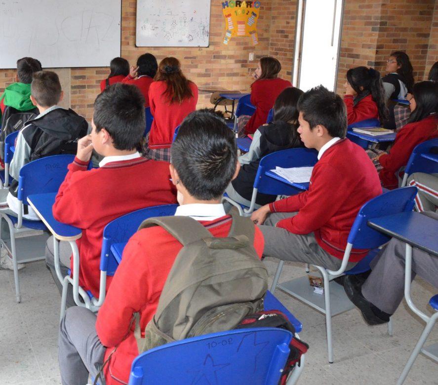 Chía dona más de 2.500 pupitres a los niños más vulnerables de Cundinamarca.