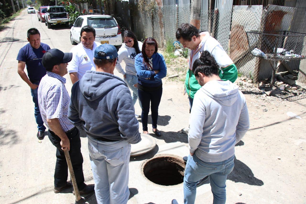 El alcalde Donoso le contó a la comunidad de Fagua cómo será el alcantarillado para la vereda.