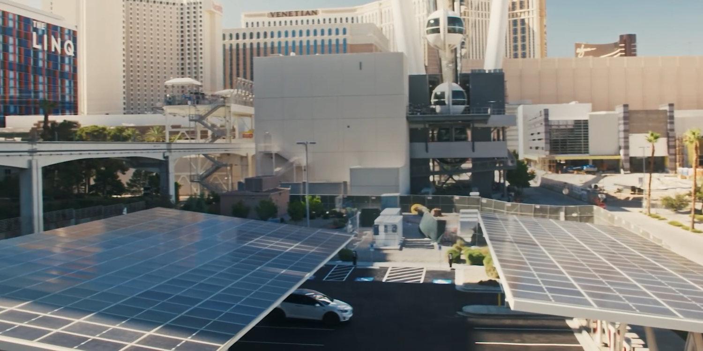 Tesla hace realidad la estación de servicio del futuro: con energía solar y capaz de cargar 24 coches al mismo tiempo