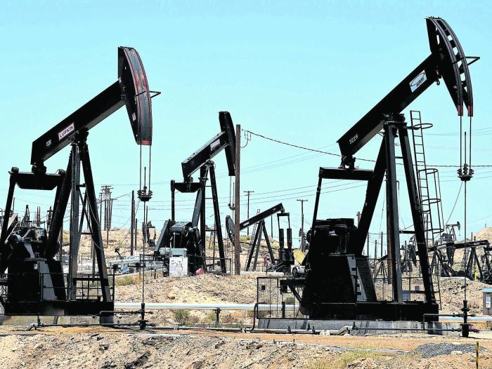 Precios del petróleo siguen extendiendo sus fuertes pérdidas