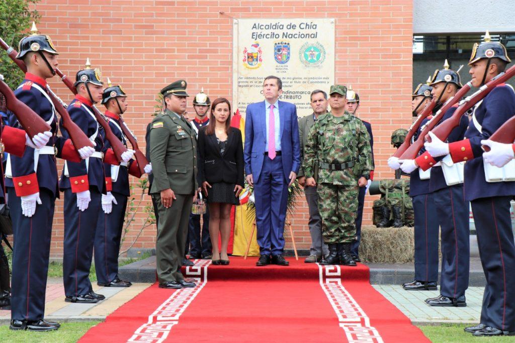 Chía conmemora a los héroes caídos de la patria