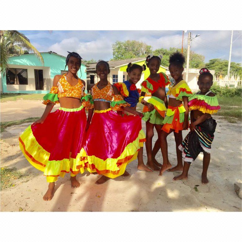 Chía les saca una sonrisa a 100 niños de Punta Arena en Cartagena