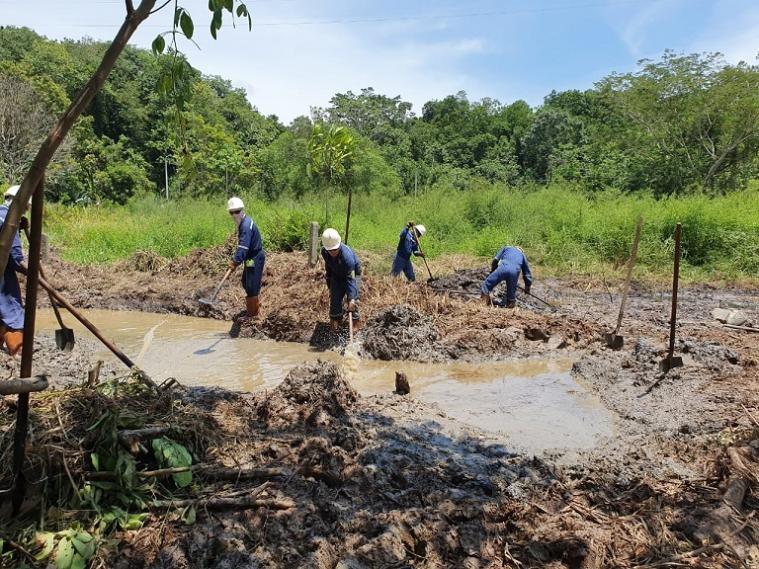 En Barrancabermeja denuncian que contaminación con crudo ha generado infecciones en la piel
