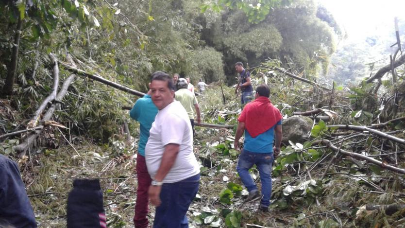 Vendaval destruyó puente y dejó incomunicada población en Santander