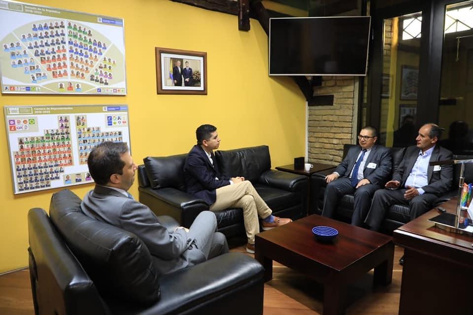 Alcalde de Tenjo, Juan Gabriel Gómez, se reune con el Ministro de Vivienda Jonathan Malagon.