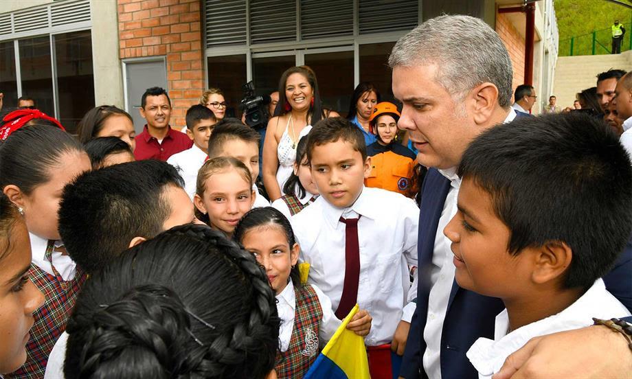 'Aquí no vamos a permitir que más contratistas se vuelvan a burlar de los estudiantes de nuestro país': Presidente Duque