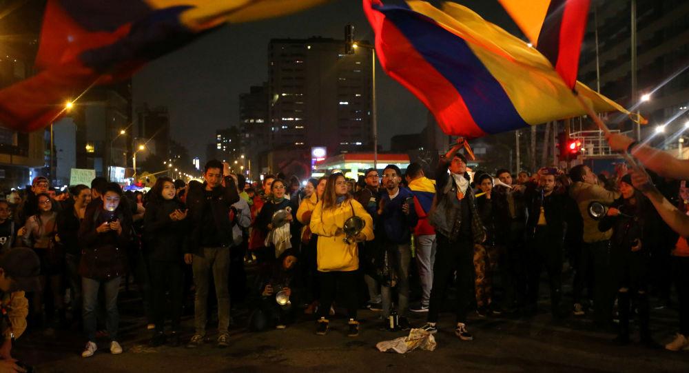 Expulsan de Colombia a 59 venezolanos por actos vandálicos en Bogotá