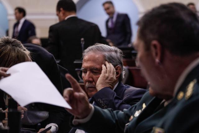 67 senadores están a favor de la salida del Ministro de Defensa