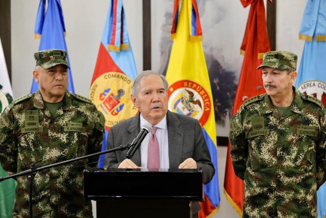 Renuncia ministro de Defensa Guillermo Botero