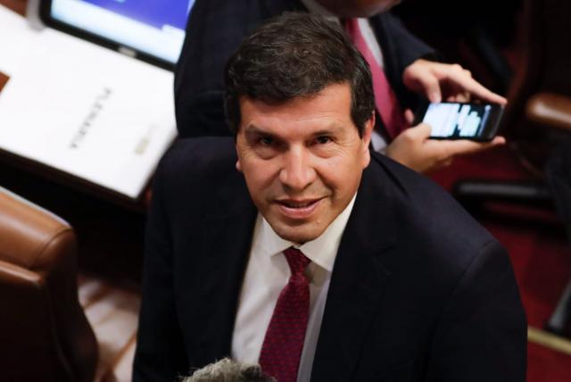 Virgilio Almanza es elegido como nuevo magistrado del CNE