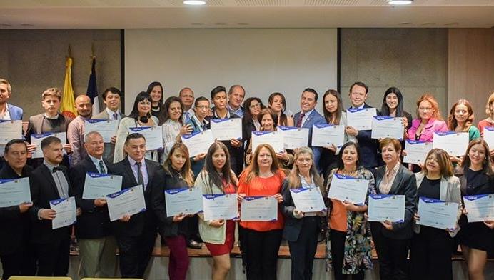 32 emprendedores tenjanos, se graduaron del diplomado Emprendimiento, Gestión y Marketing Empresarial, dictado por la Universidad de la Salle