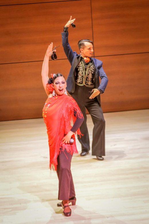 Con espectacular danza de flamenco el festival se despidió.