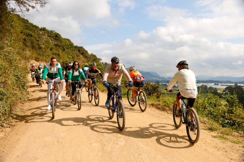 Más de 200 personas asumieron el reto de la Bici Travesía Ciudad de la Luna.