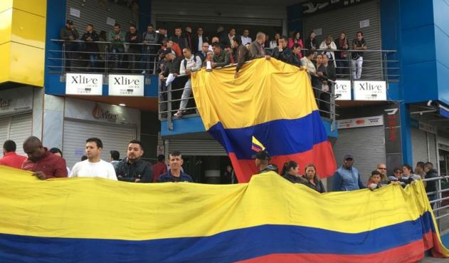 Comerciantes protagonizan plantón en el Gran San, centro de Bogotá