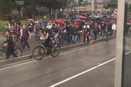 Suspenden Transmilenio en la Autopista Norte en medio de caos en Bogotá