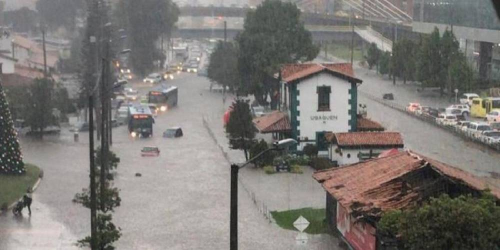 Bogotá, como en Venecia tras torrencial aguacero