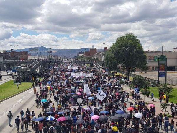 Indígenas son protagonistas de la marcha en Bogotá