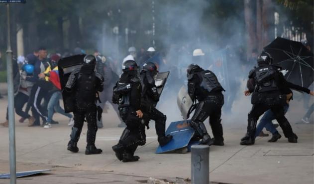 Manifestantes se enfrentan al Esmad en la Universidad Nacional