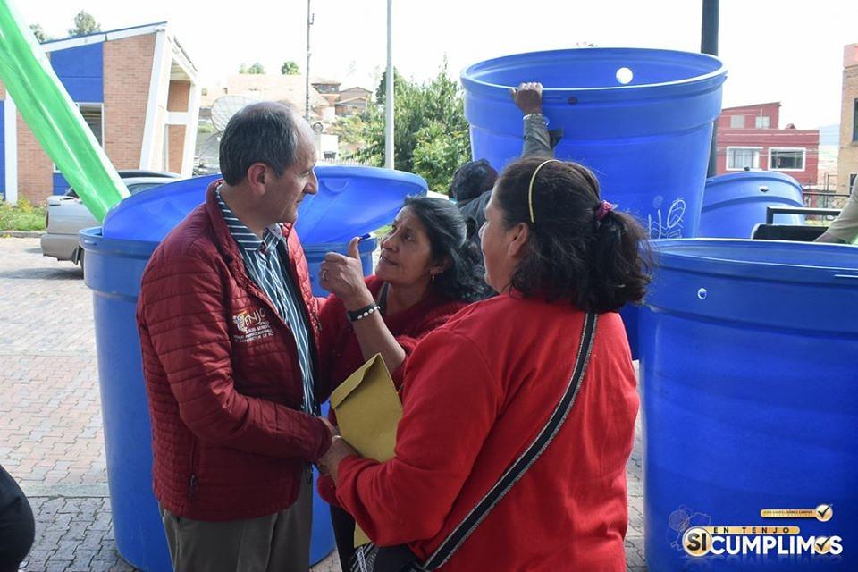 Administración Municipal de Tenjo, entregó kits para la recolección de aguas lluvias