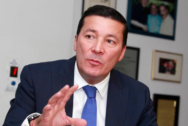 Respaldo múltiple a candidatos degenera la política: presidente de CNE