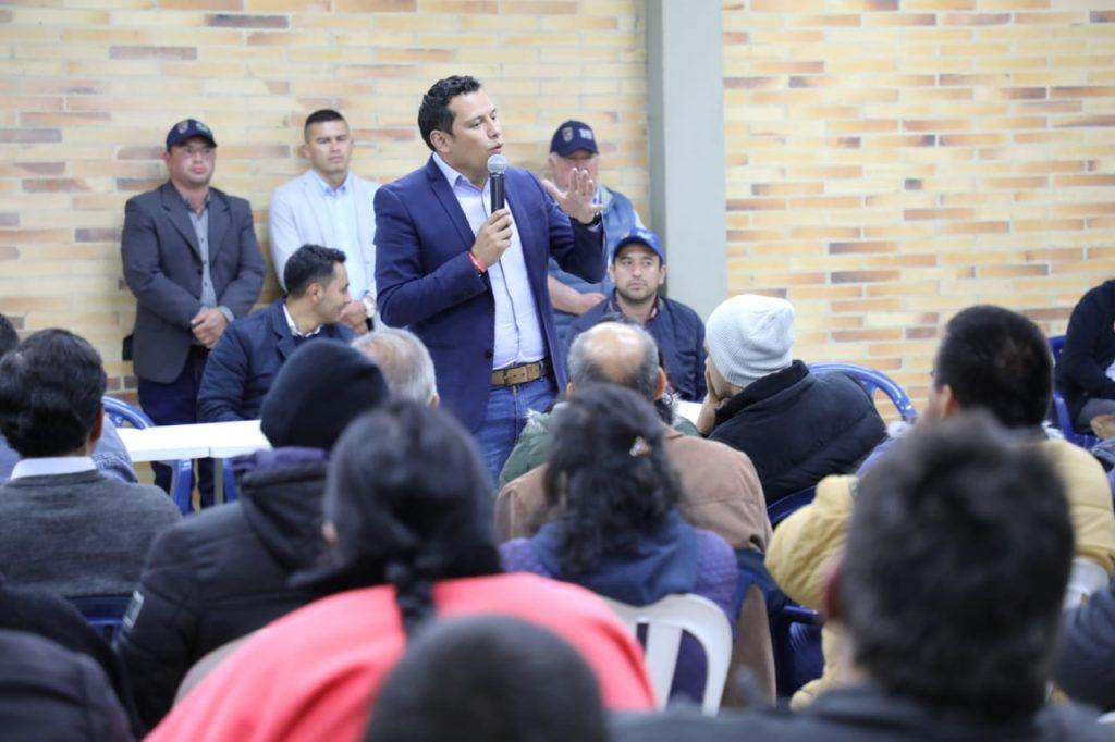 El alcalde de Chía y su equipo de trabajo llegaron a Las Juntas.