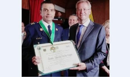 Orden al Mérito Ambiental para el capitán Álvaro Farfán de Bomberos Cundinamarca