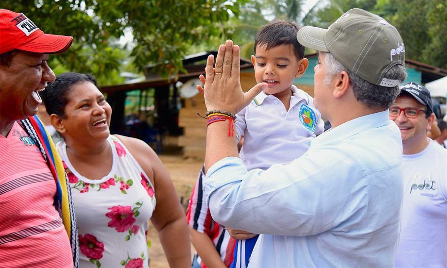 El Presidente Duque anunció que la Fundación Howard G. Buffet donará 46 millones de dólares para vías terciarias en la región del Catatumbo