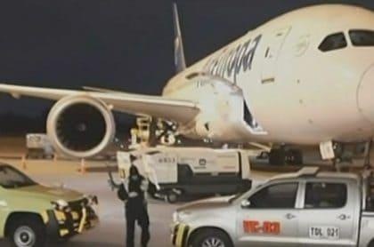 Pánico por coronavirus está volando: viajeros no abordaron avión del que bajó un enfermo
