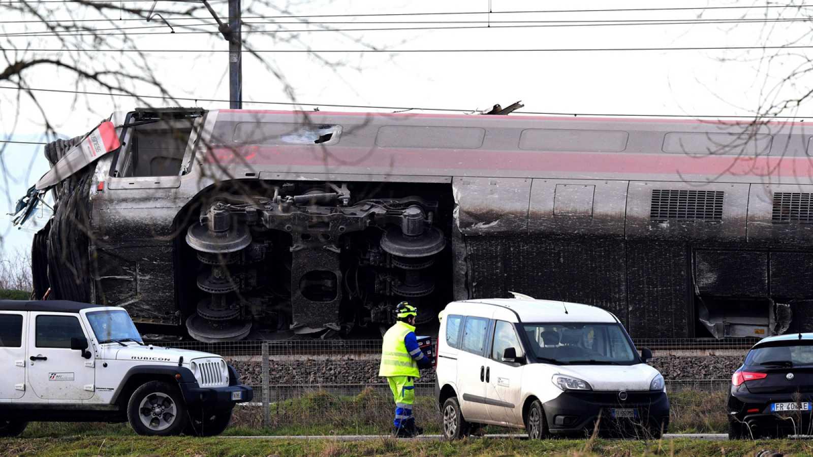 Dos muertos y 27 heridos por el descarrilamiento de un tren en Italia