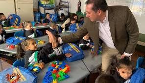 Entregan ayudas educativas en Cajicá, Cundinamarca