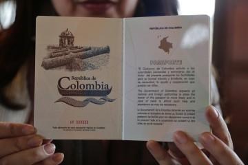 Esta banda cobraba 30 millones de pesos por un pasaporte colombiano