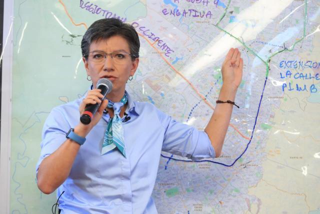 Claudia López y otros políticos que piden cancelar vuelos con Europa
