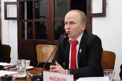 """""""Prefiero ir a la cárcel"""": alcalde en Antioquia desafía a Duque y mantendrá toque de queda"""