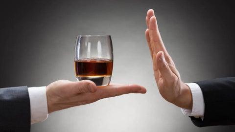Demostrado: Beber alcohol no lo protegerá de la COVID19 y podría ser peligroso