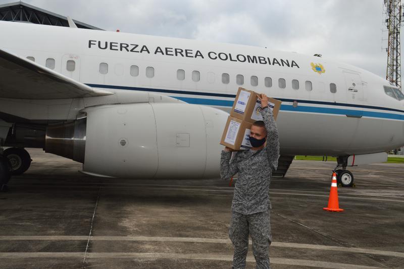 Fuerza Aérea transporta 14.6 toneladas de ayudas al Amazonas