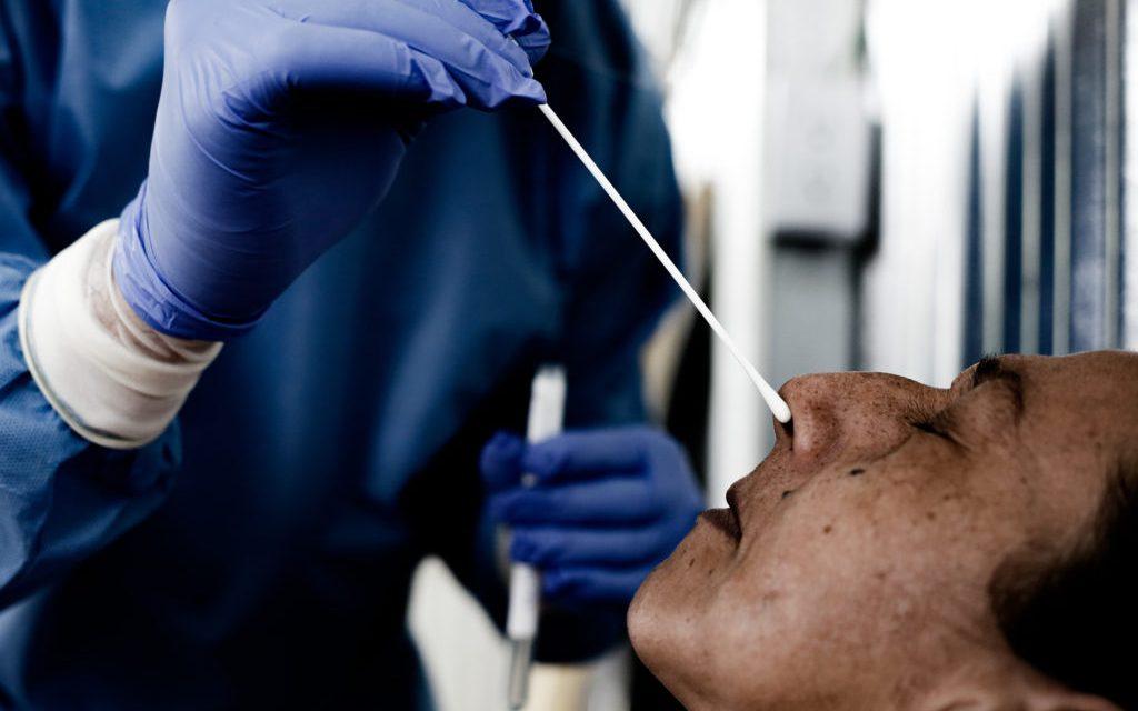 La pandemia se está acelerando: OMS, más de 150 mil casos en un día