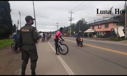 Noticias en Video: INVASIÓN de ciclistas de Bogotá  a Chía.  Peligro por pandemia