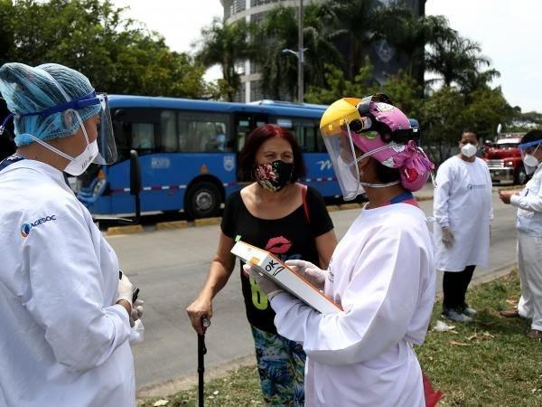 Muertes por coronavirus en Colombia se acercan a las 29.000