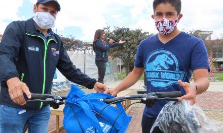 IMRD Chía, entregó 40 bicicletas a deportistas de la escuela de MTB