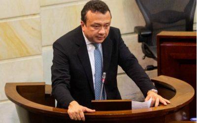 Por presunto tráfico de influencias y soborno capturan al senador Eduardo Pulgar