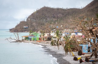 Damnificados de Providencia continúan enfrentando lluvias y fuertes vientos, viven a la intemperie