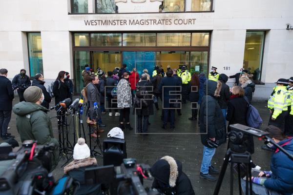 Una jueza británica deniega la libertad condicional a Assange por riesgo de fuga